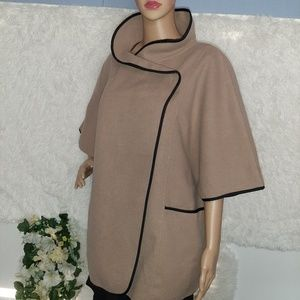 Collectioneighteen Cape Jacket Cream one size.